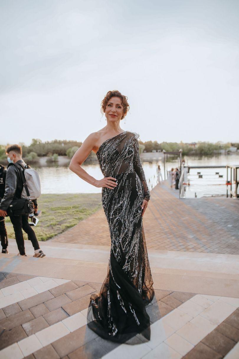 Viva! Awards 2021: выбираем самый эффектный наряды на красной дорожке (ФОТО+ГОЛОСОВАНИЕ) - фото №8