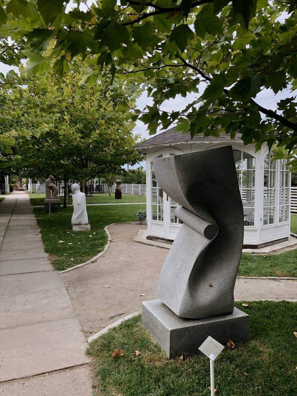 Днепр, горы и культура: почему стоит посетить скульптурный парке в Каневе - фото №4