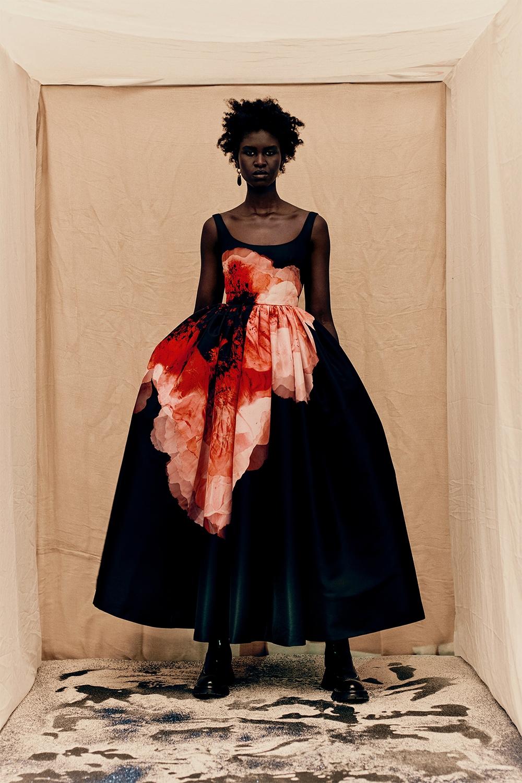 Кровавая мода: Alexander McQueen представили новую коллекцию (ФОТО) - фото №3