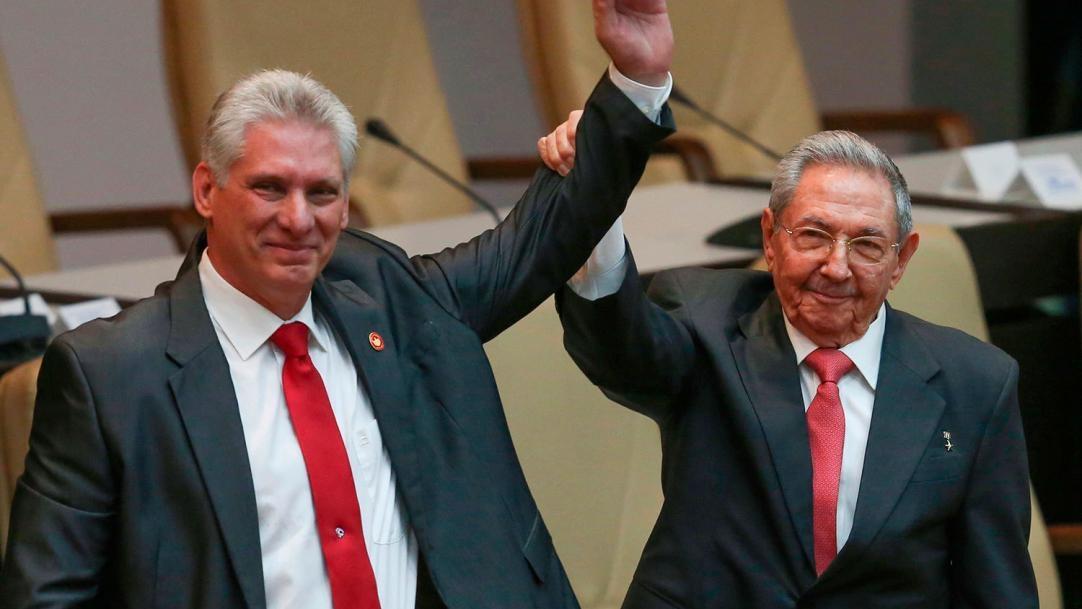 Лидер Кубы Рауль Кастро ушел в отставку - фото №2