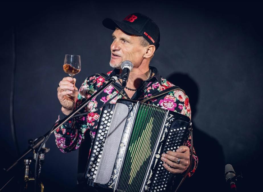 Олег Скрипка презентує онлайн-бенкет: де і коли пройде віртуальний концерт - фото №1