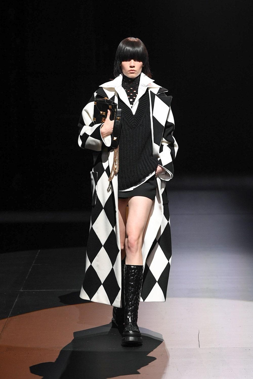 Шоу в пустом театре: Valentino представили новую осенне-зимнюю коллекцию (ФОТО) - фото №7