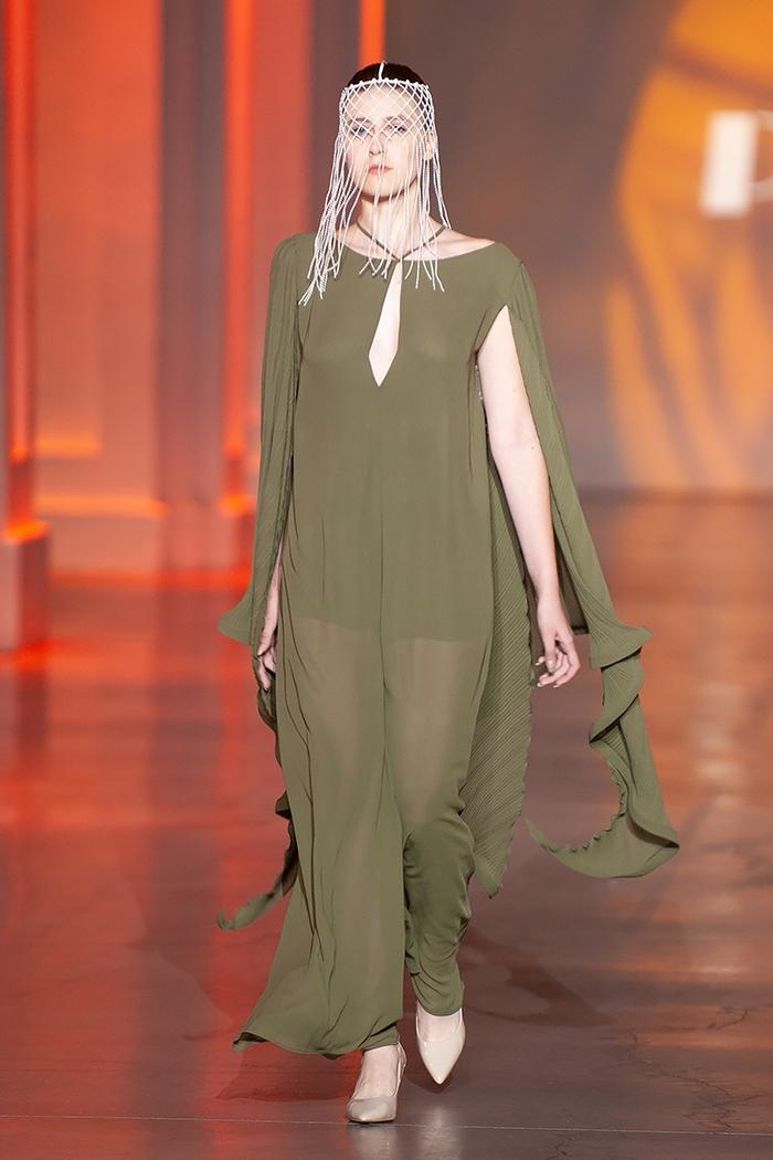 Униформа, яркие цвета и женственность: какие тренды показали молодые дизайнеры на UFW (ФОТО) - фото №9