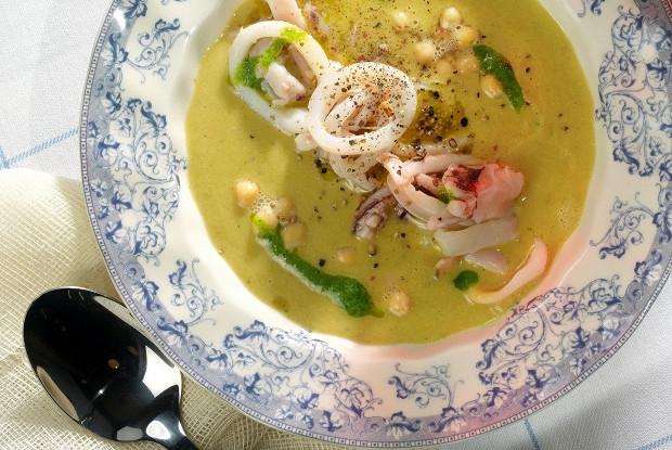 Суп из нута с кальмарами