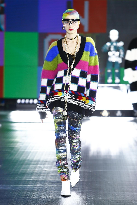 Роботы, поколение Z и киберкультура: Dolce&Gabbana представили новую коллекцию (ФОТО) - фото №2