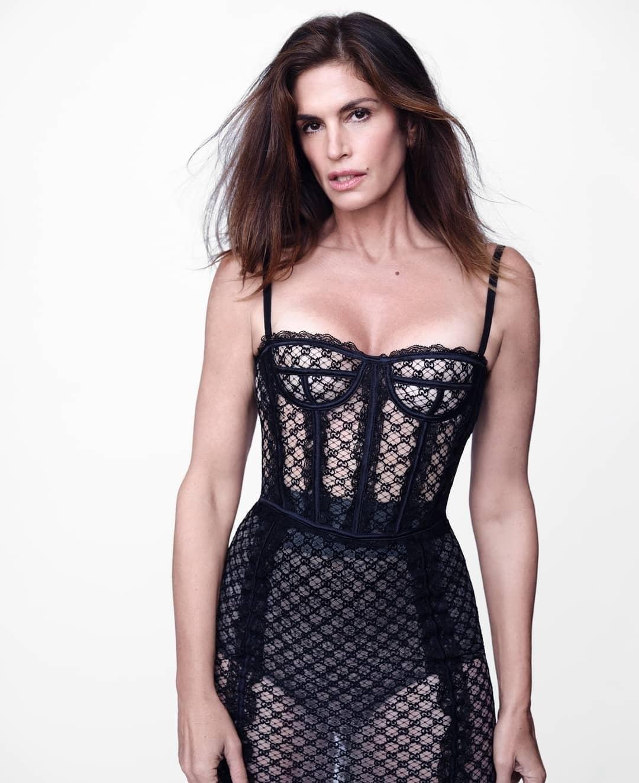 Вот это тело! 55-летняя Синди Кроуфорд снялась в сексуальных образах для глянца (ФОТО) - фото №1