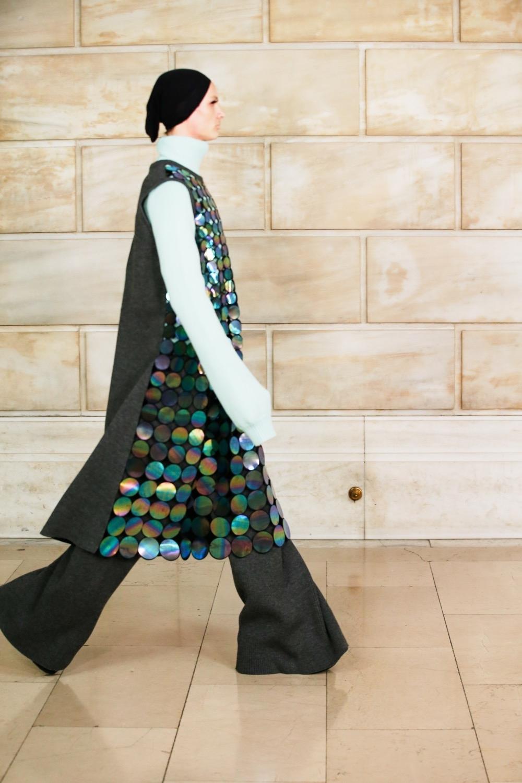 Платье с брюками, сумасшедшие объемы и смелые принты: новая коллекция Marc Jacobs (ФОТО) - фото №2