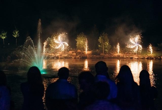 """""""Друга Ріка"""", фейерверк и светские гости: как прошло открытие нового загородного комплекса RIVERWOOD - фото №8"""