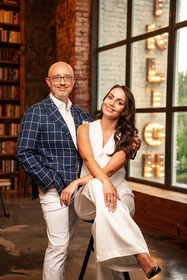 Ведуча Юлія Зорій вийшла заміж: дизайнерська сукня нареченої та фото з весілля - фото №1