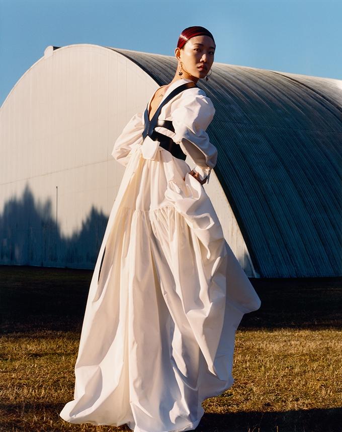 Сильные и свободные женщины. Alexander McQueen представили рекламную кампанию новой коллекции (ФОТО) - фото №2