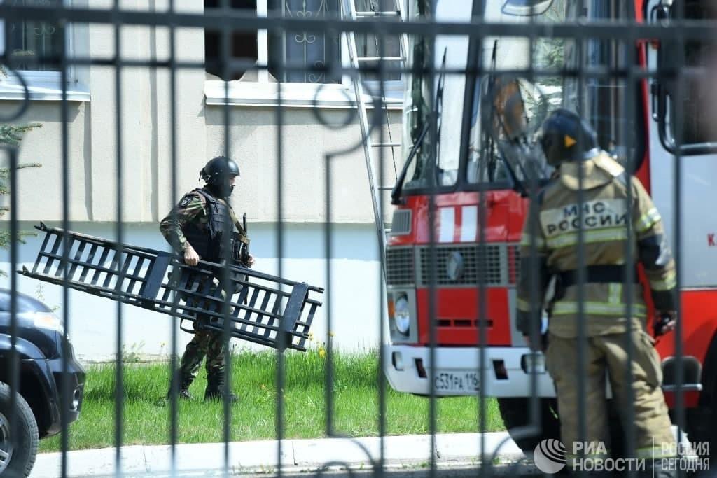 Погибло семеро детей и двое взрослых: что известно о стрельбе в одной из школ Казани - фото №4