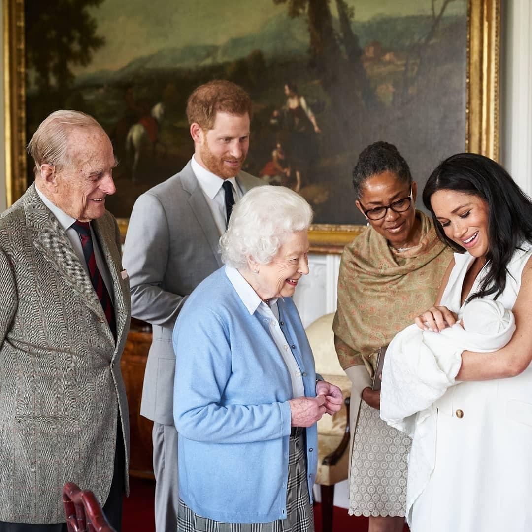 реакция королевы на решение меган и гарри