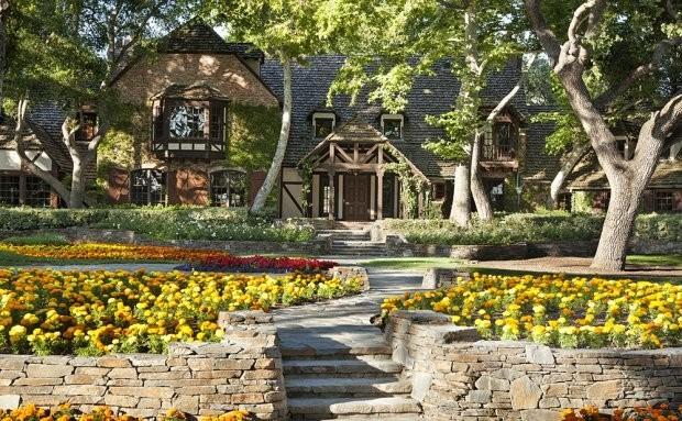Плохая репутация: ранчо Neverland Майкла Джексона сняли с продажи - фото №3