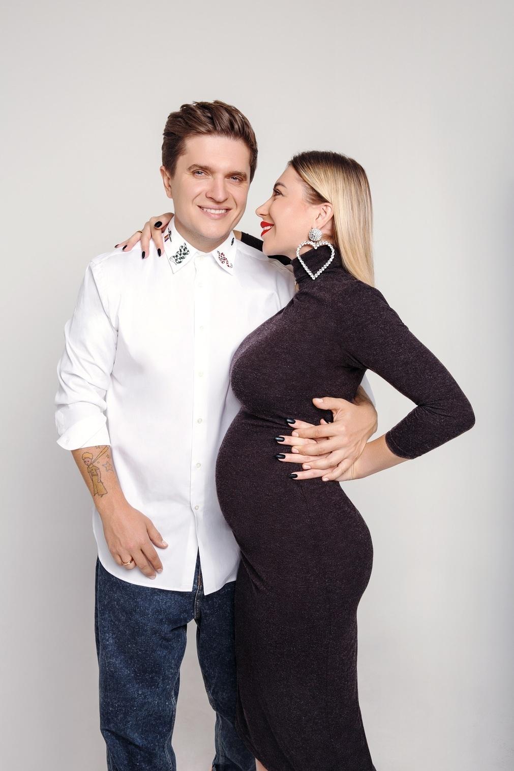 Анатолий Анатолич с семьей рассекретили пол третьего ребенка - фото №1