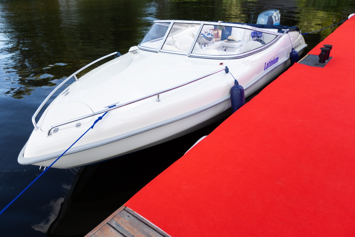 В Киеве появился сервис авторских прогулок по Днепру — Sparkling Boat (ФОТО) - фото №1