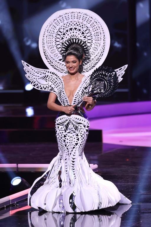 """Представительница Украины на """"Мисс Вселенная"""" показала национальный костюм весом 7 кг (ФОТО) - фото №1"""