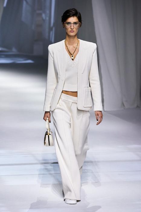Неделя моды в Милане: Fendi выпустили коллекцию, вдохновленную карантином и пандемией (ФОТО) - фото №6
