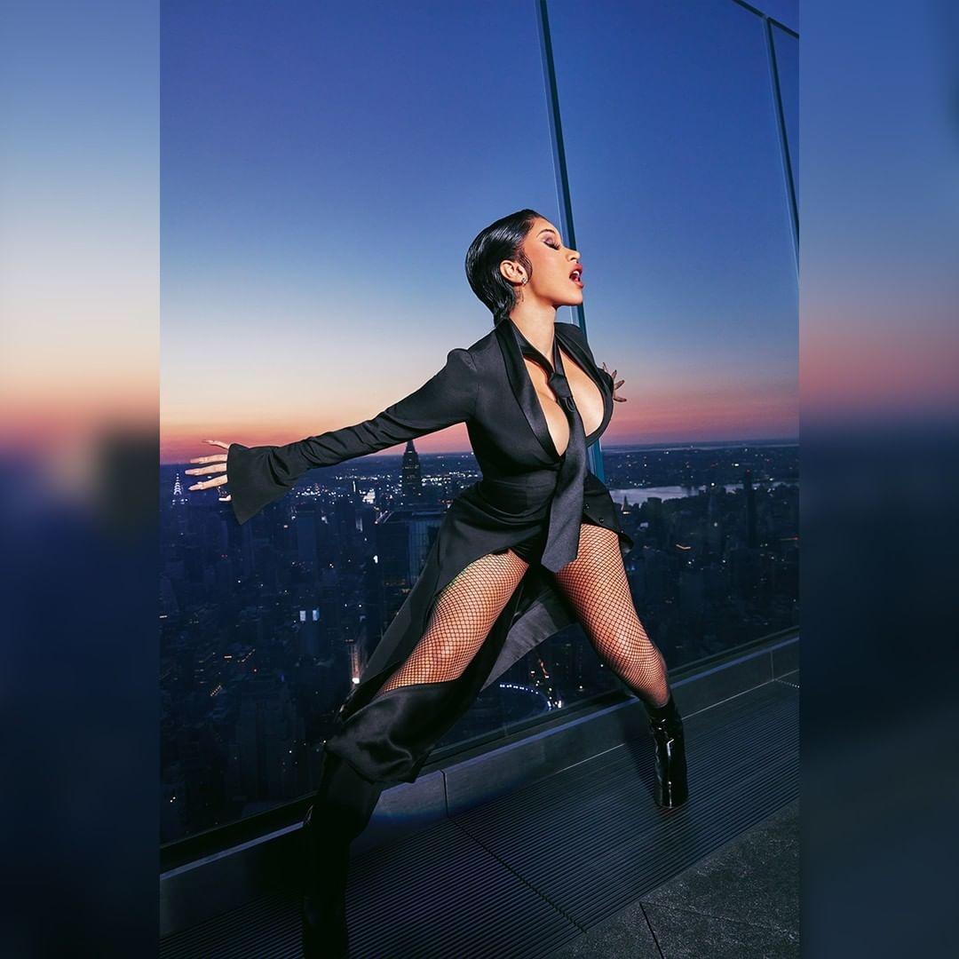 Рэперша Cardi B снялась в откровенной фотосессии для мужского журнала XXL (ФОТО) - фото №5