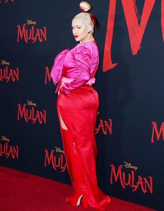 """Ausschnitt, Stiefel und rote Lippen: Christina Aguilera bei der Premiere des Films """"Mulan"""" (FOTO) - Foto # 2"""