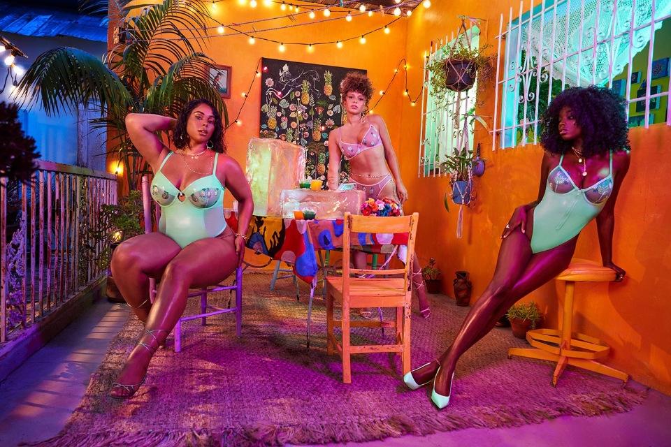 Жаркий август: Рианна показала новую коллекцию своего бренда Savage x Fenty (ФОТО) - фото №6