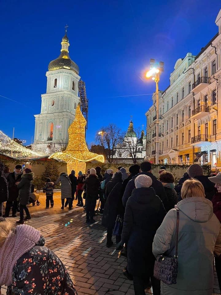 На Софиевскую площадь вернули скандальную шляпу, снятую с новогодней елки (ФОТО) - фото №1