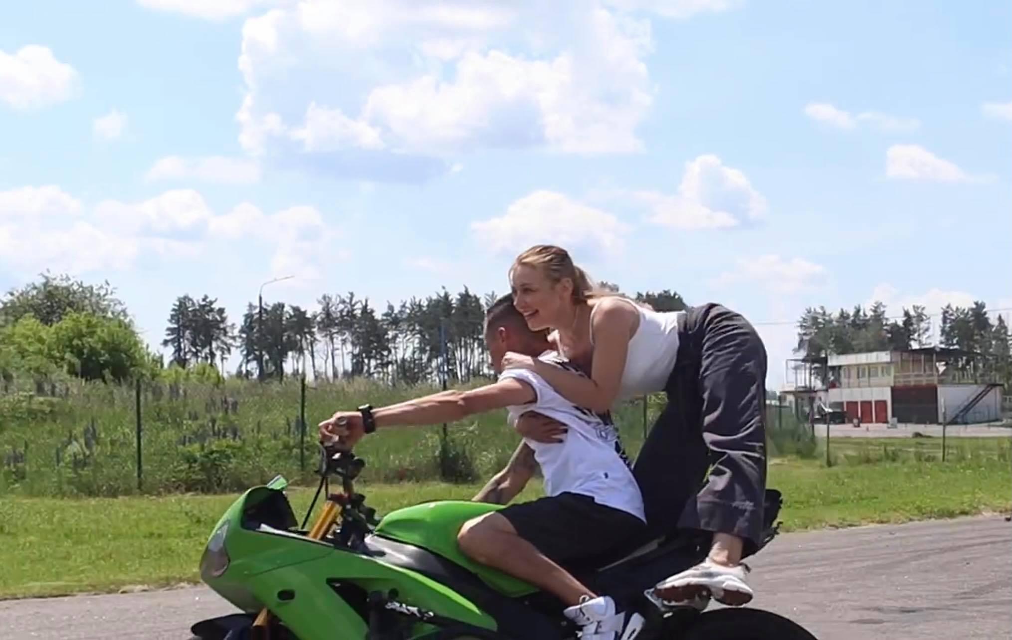 Подготовка к Atlas Weekend: Тина Кароль пересела на мотоцикл для трюков на сцене (ФОТО + ВИДЕО) - фото №1