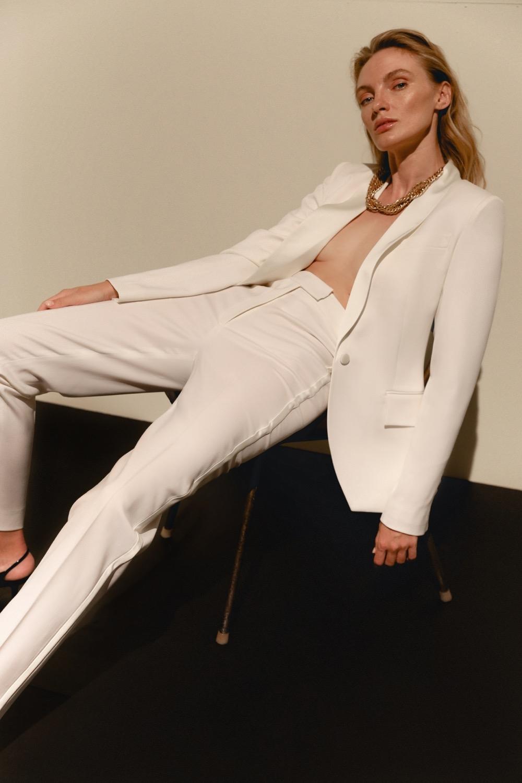 Свежий взгляд на black tie: BEZMEZH представил дебютную коллекцию стильных смокингов (ФОТО) - фото №6