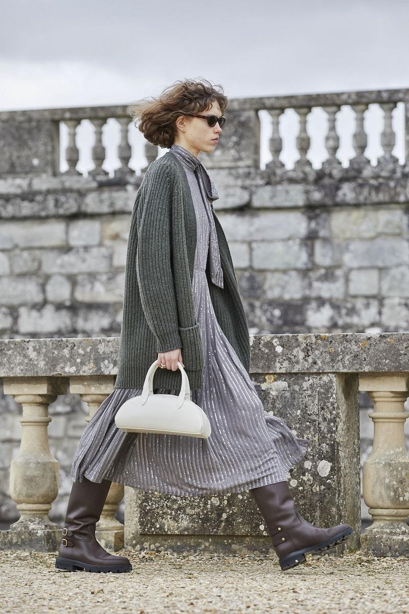 Гламурные платья и сапоги-казаки: смотрите, как прошел показ Celine в Версальских садах (ФОТО) - фото №1