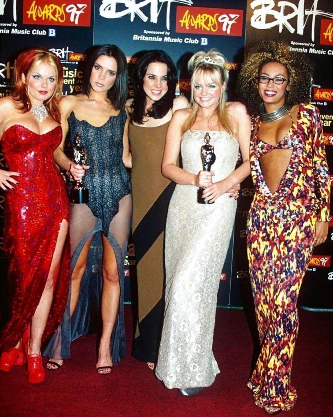 14 лет спустя: Spice Girls воссоединяются и выпустят новую песню в честь 25-летия группы! - фото №1