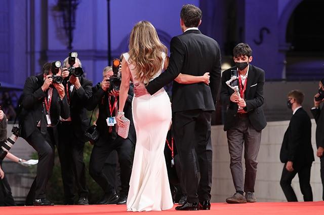 Дженнифер Лопес и Бен Аффлек впервые после воссоединения вместе вышли в свет - фото №2