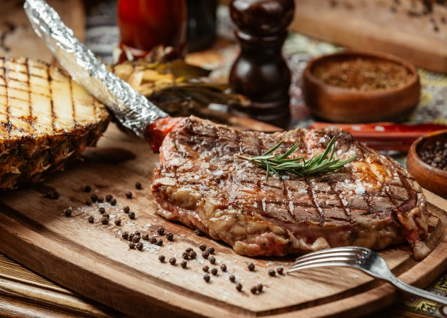 Классический стейк-ужин