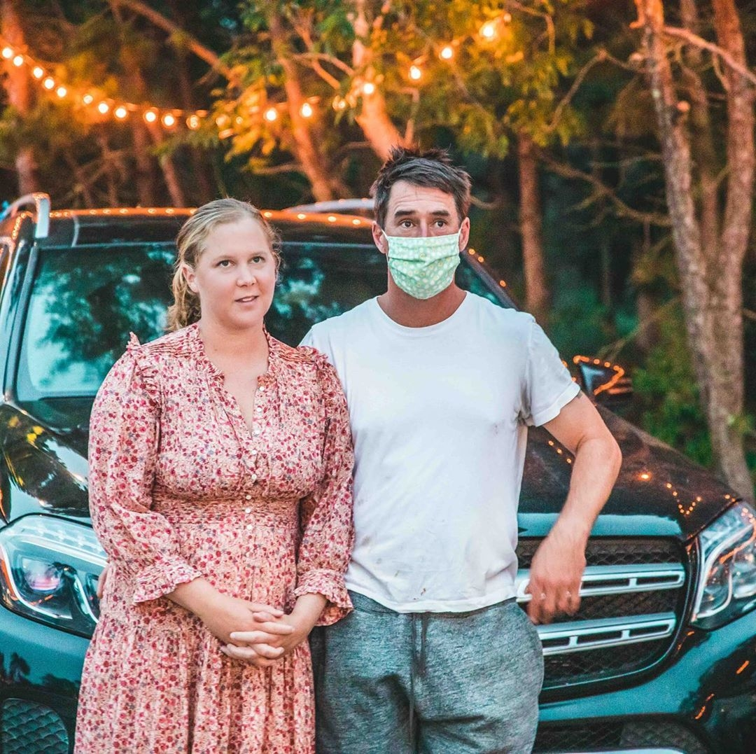 Эми Шумер с мужем Крисом Фишером