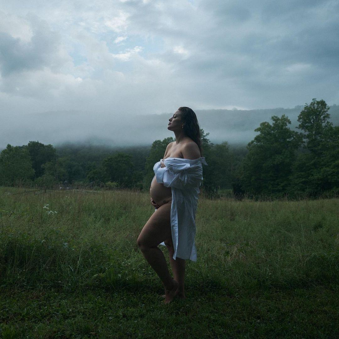 Модель Эшли Грэм объявила, что ждет двойню (ВИДЕО) - фото №1