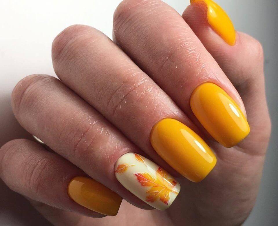 Маникюр с рисунками осенних листьев: лучшие варианты дизайна ногтей - фото №13