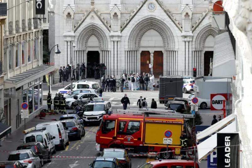 Теракт во Франции: неизвестный убил трех человек в Ницце, а в Саудовской Аравии напали на охрану консульства - фото №1