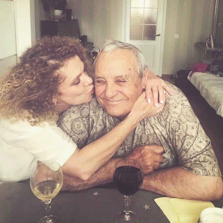 """""""Между ними была невероятная связь"""": Настя Каменских поделилась историей любви своих родителей - фото №1"""