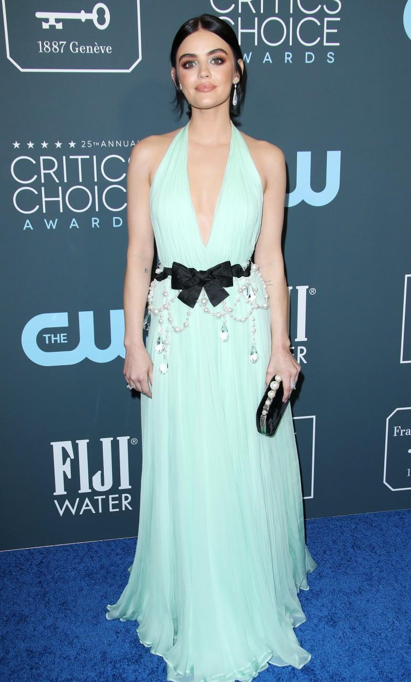 Critics' Choice Awards 2020: самые яркие наряды с красной дорожки - фото №19
