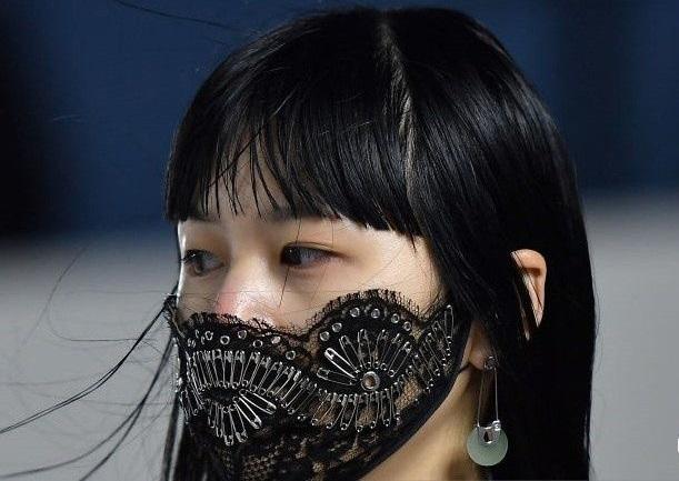 Подборка дизайнерских масок от коронавируса (ФОТО) - фото №3