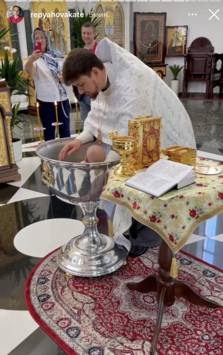 Виктор Павлик и его молодая жена окрестили сына (ФОТО) - фото №3