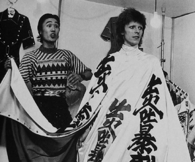 Умер японский дизайнер Кансай Ямамото, который создавал легендарные костюмы Дэвида Боуи - фото №2