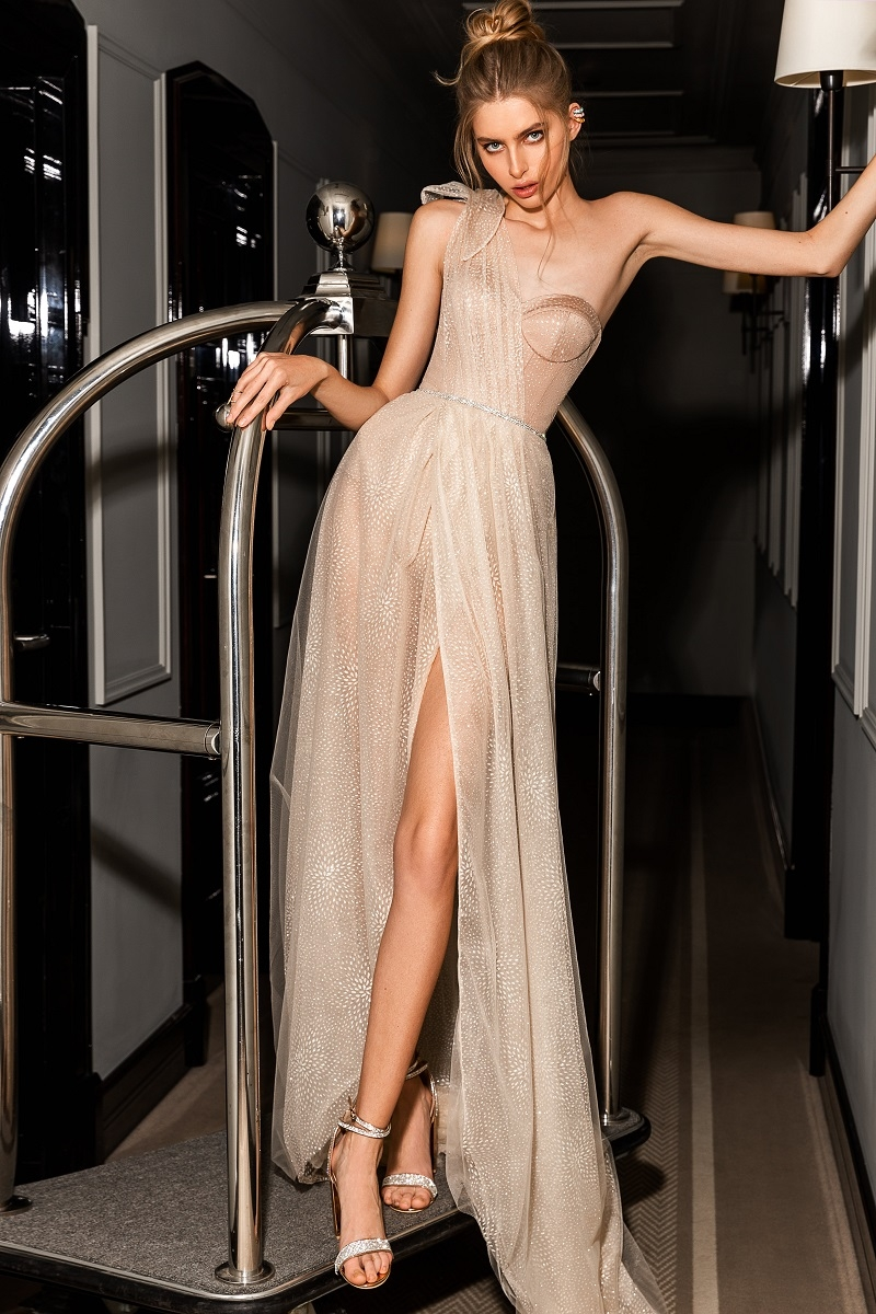 Стразы, шелк и кружева: бренд WONA Concept представил новую коллекцию вечерних платьев (ФОТО) - фото №5