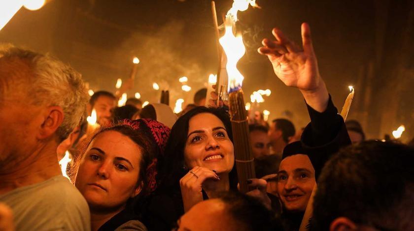 В храме Гроба Господня в Иерусалиме сошел Благодатный огонь - фото №2