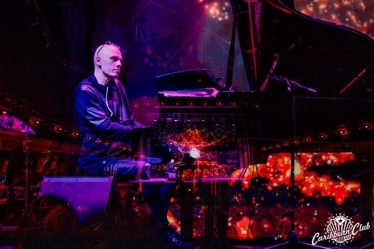 """Концерт Евгения Хмары, Improv Live Show, варьете """"Рояль"""" и другое: афиша сентября в Caribbean Club - фото №9"""