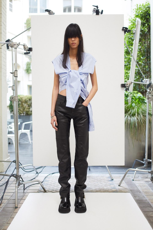 Асимметричные рубашки, удлиненные свитера и широкие брюки: обзор новой коллекции Maison Margiela (ФОТО) - фото №5