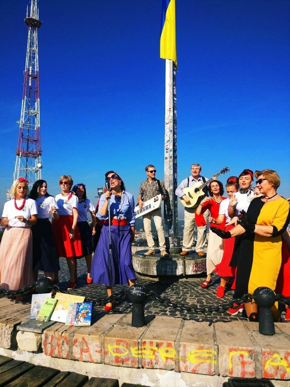 """""""Мар'яничі"""" випустили драйвове відео на пісню """"Бібліотечний рок н-рол"""" до Всеукраїнського дня бібліотек - фото №1"""