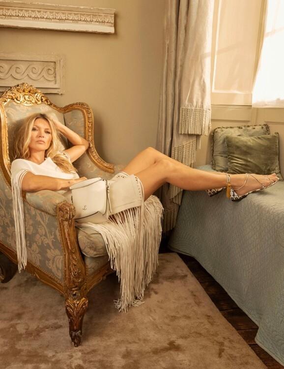 Кейт Мосс стала лицом новой коллекции Jimmy Choo и показала самую модную обувь этого сезона (ФОТО) - фото №2