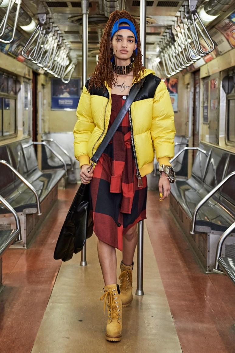 Роскошь и приземленность: шоу Moschino Pre-Fall 2020 прошло в нью-йоркском метро (ФОТО) - фото №1