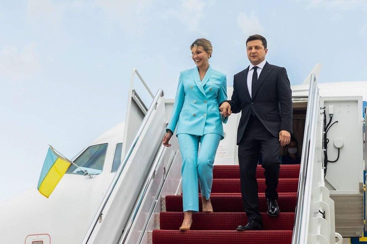 Образ дня: Елена Зеленская прилетела в США в стильном голубом костюме (ФОТО) - фото №1