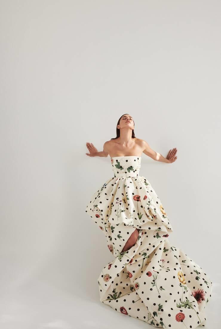 Роскошная красота: Ирина Шейк в рекламной кампании Oscar de la Renta Pre-Fall 2021 (ФОТО) - фото №3