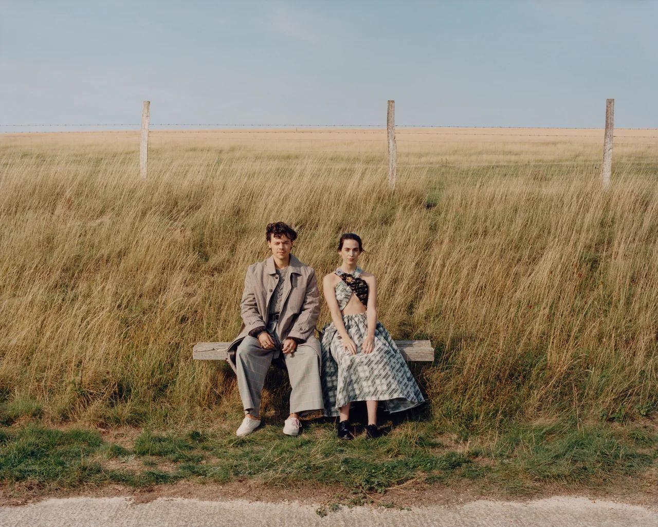 Гарри Стайлс примерил кружевные платья и юбки Gucci для американского Vogue (ФОТО) - фото №7